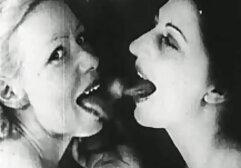 Zoe Monroe con video hard vecchie due code di cavallo succhiare un uomo e dare grasso