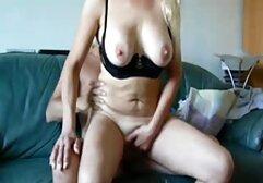 Donna messicana in maschera nera con le dita tagliate in camera da letto super vecchie porno