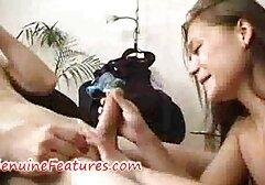 Un parrucchiere che soddisfa il cliente porno tettone anziane con il membro.