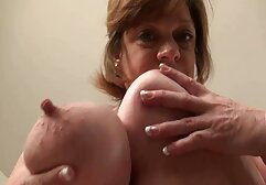 La rossa si nonne italiane maiale intrufolò sul divano.