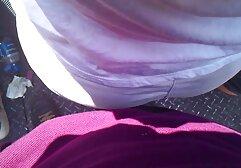 Un xxx donne vecchie assolo uomo acquisto un sesso giocattolo in bianco calze autoreggenti e shoving il suitcase in il culo