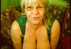 Mistress tuck una ragazza con gli vecchie porche con giovani occhi il lato stretto di fronte alla webcam all'inguine