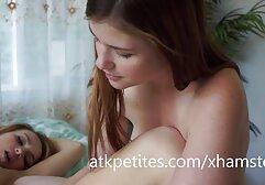 Russo MILF film porno con donne vecchie nutre un giovane e lo fa giocare.