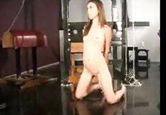 Bionda Matura spingendo giocattolo del sesso puttane anziane italiane nella vagina.