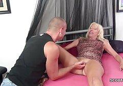 Sesso e pompino video vecchie in calore durante un massaggio con Sarah.